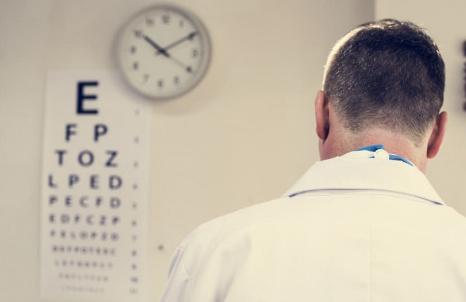 Na czym polega podstawowe badanie wzroku?